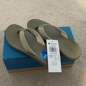 News women's Columbia sandals size 7
